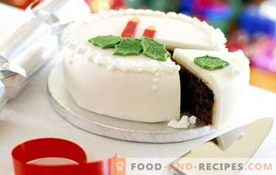 White frosting - an elegant decoration for baking. Cook at home and decorate with white icing any pastry
