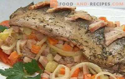 A variety of recipes of pink salmon with carrots and onions: stewed, baked. Pink salmon with carrots and onions in the oven and pan