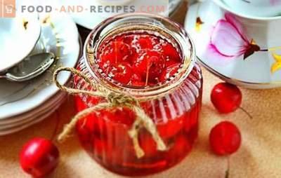 Paradise apple jam - transparent, with whole fruits. Economy version of clear paradise apple jam