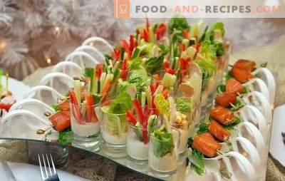 Wedding snacks - how to treat relatives and friends? Original wedding snack recipes: canapés, rolls and stuffed eggs