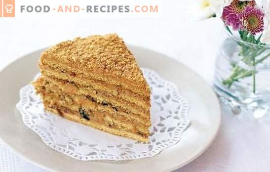 The recipes for the Ryzhik cake with custard are so different, they are so cool! The most honey recipes of cakes