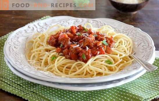 Pasta Bolognese - Taste Italy! Recipes pasta Bolognese with vegetables, mushrooms, in a slow cooker