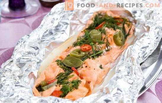 Pink salmon in foil in the oven - juicy! Recipes for pink salmon in foil in the oven: stuffed, with vegetables, with sour cream and other