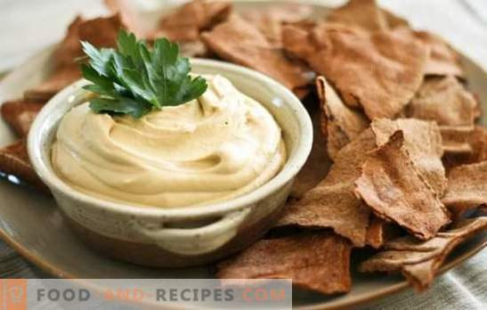 Aromatic hummus: classic Jewish recipes. Cooking hummus according to classic recipes from chickpeas and sesame, vegetables