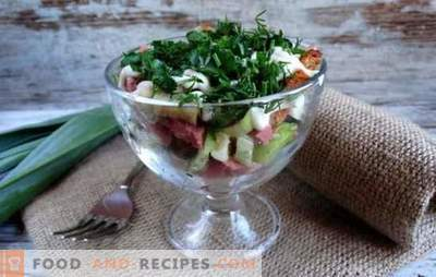 Salad with crackers and smoked sausage is a crunchy holiday decoration. Recipes for salads with croutons and smoked sausage