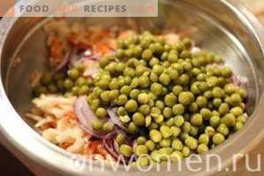 Salad with sauerkraut and peas