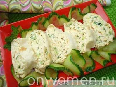 Lavash roll with chicken, cheese and fresh cucumber