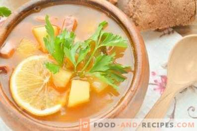 Solyanka with smoked meat in beef broth