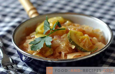 Cabbage stewed with zucchini