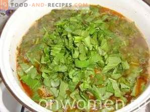 Green borsch with sorrel and egg