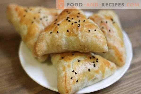 Samsa with beef puff pastry
