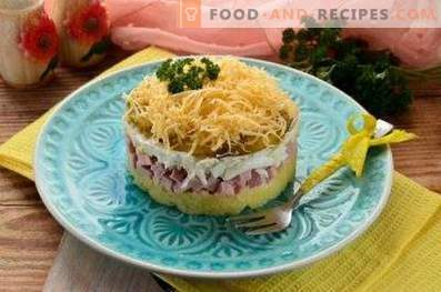 Salads with ham and cheese