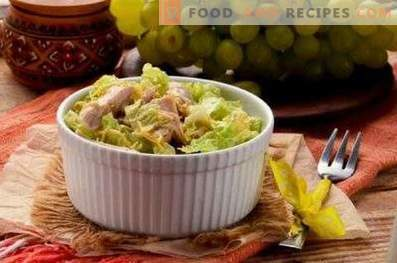 Salads with grapes and chicken