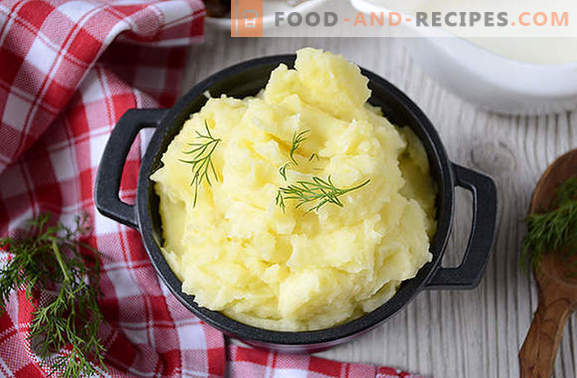 Cooking mashed potatoes with milk of proper consistency