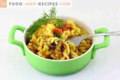 Pasta with minced meat and tomatoes