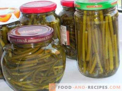 Pickled garlic arrows for the winter