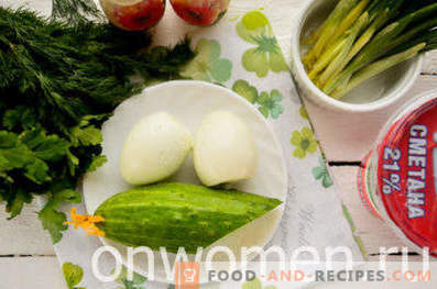 Salad with wild garlic, eggs and cucumbers