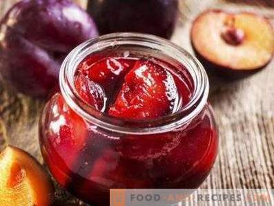 Plum in its own juice for the winter
