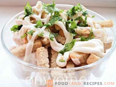 Salad with beans and crackers