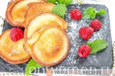 Fritters on ryazhenka
