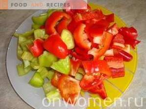 Warm salad of bell peppers and tomatoes with chicken