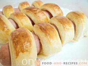 Sausages in puff pastry dough