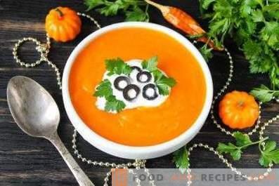 Pumpkin puree soup in a slow cooker