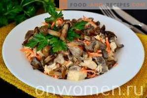 Salad with pickled mushrooms