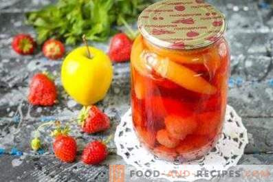 Compote from strawberries and apples for the winter