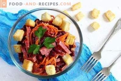 Salads with smoked sausage and crackers