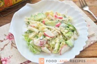 Spring salad with cabbage, cucumber and radish