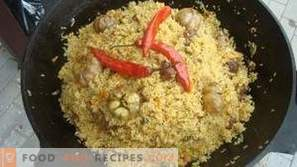 What seasonings are added to the pilaf
