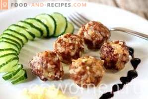 Meatballs in sour cream