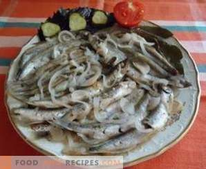 Capelin stewed with onions
