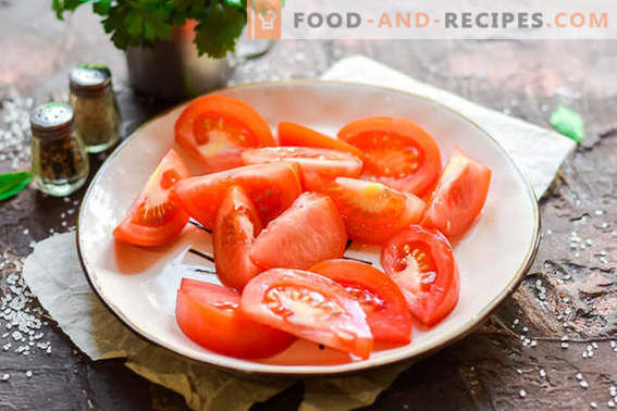 Salted tomatoes in a package in 2 hours: ideal for a picnic