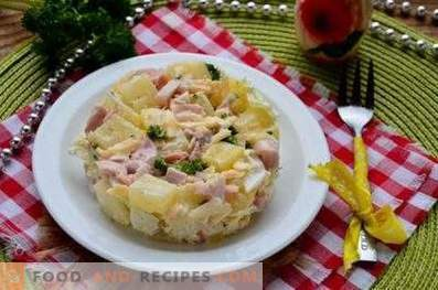 Salads with pineapples and smoked chicken