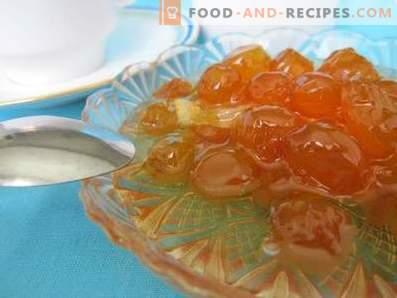 White pitted white cherry jam