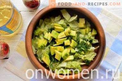 Salad with avocado and pear
