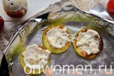 Squash baked with tomatoes and cheese