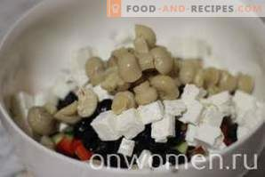 Greek salad with mushrooms