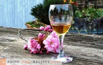 Calvados recipe for apples at home according to the classic recipe with oak chips. Calvados from apples at home on vodka or moonshine