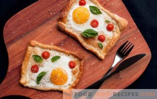 Fried eggs with tomatoes is a safe option for a quick breakfast or a light dinner. Ways to make delicious scrambled eggs with tomatoes