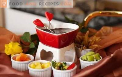 Chocolate fondue is the most romantic treat! Cooking delicious white and dark chocolate fondue for fun