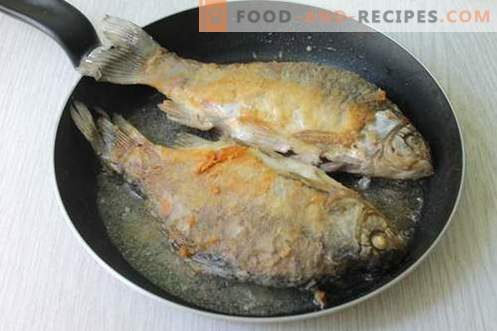 Two of the most delicious and quick recipe for cooking river fish (crucian carp)
