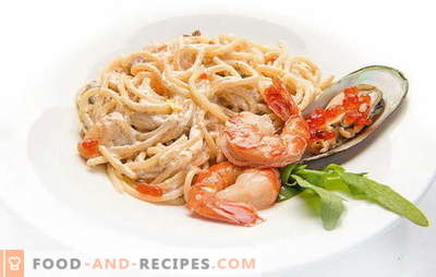 Spaghetti with seafood, tomatoes, cheese, spinach and basil. Recipes for spaghetti with seafood and sauces for them