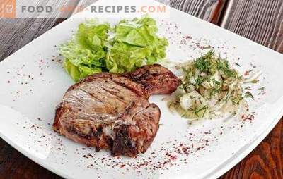 Entrecote in a pan - a restaurant dish in the home menu. Cooking entrecotes in a pan of beef, pork and lamb
