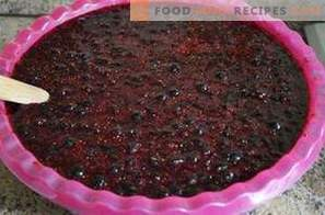 Black currant, grated with sugar for the winter