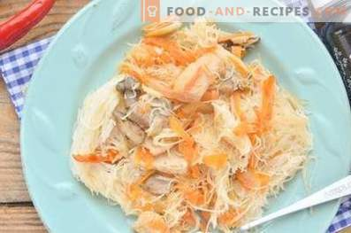 Rice vermicelli with chicken in soy sauce